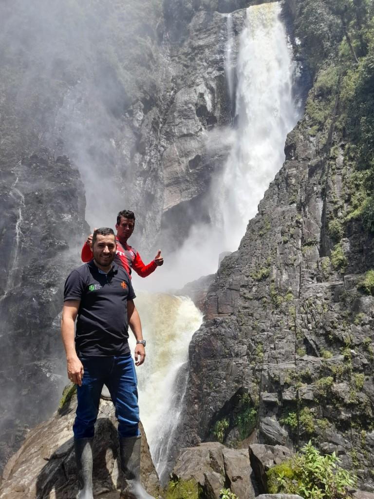 Servicio de recorrido turístico:  Cascada rio bordones- Senderismo-avistamiento de aves-restaurante en el municipio de Saladoblanco Huila